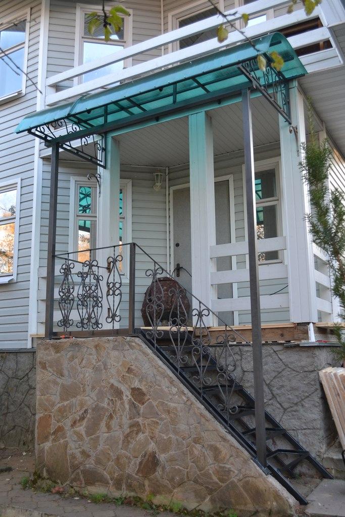 Козырёк из металла лестница и перила в Аксаково