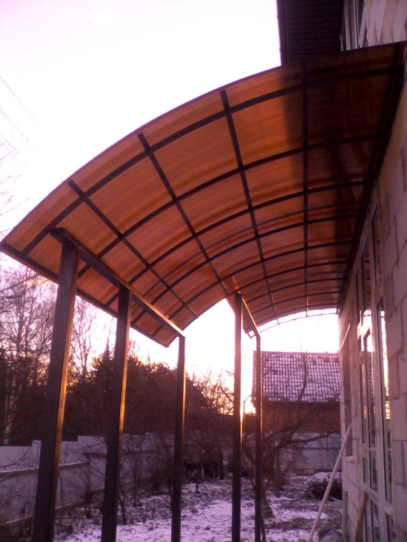 Над крыльцом козырек в федоскино парк