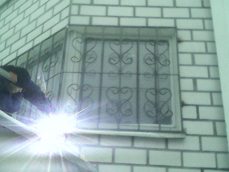 Монтаж решетки на окно Долгопрудном