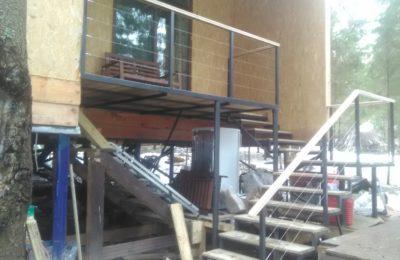 05.04.17 закончили монтаж перил лестницы