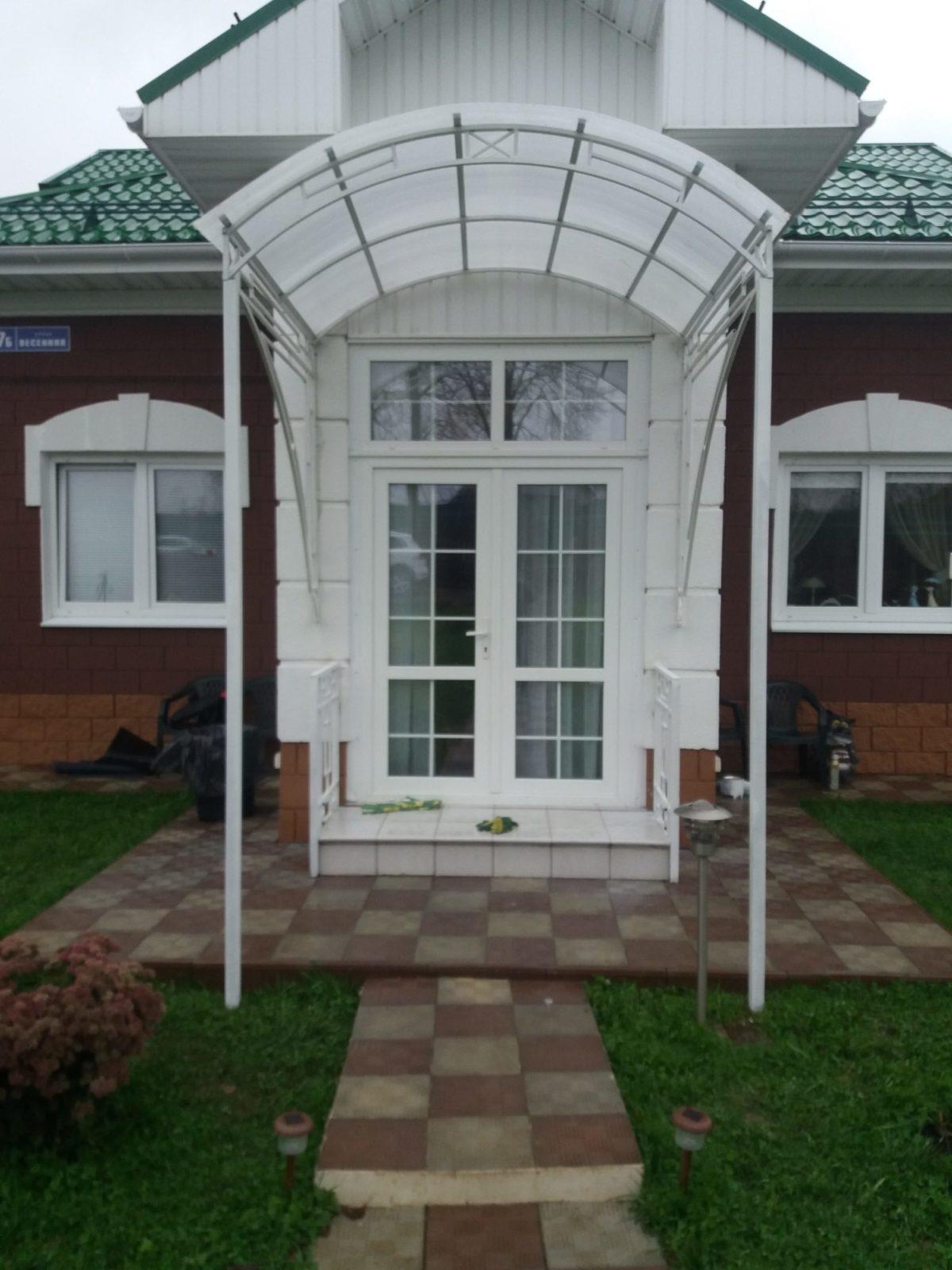 Козырек над дверью из поликарбоната