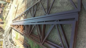 треугольная ферма из металла