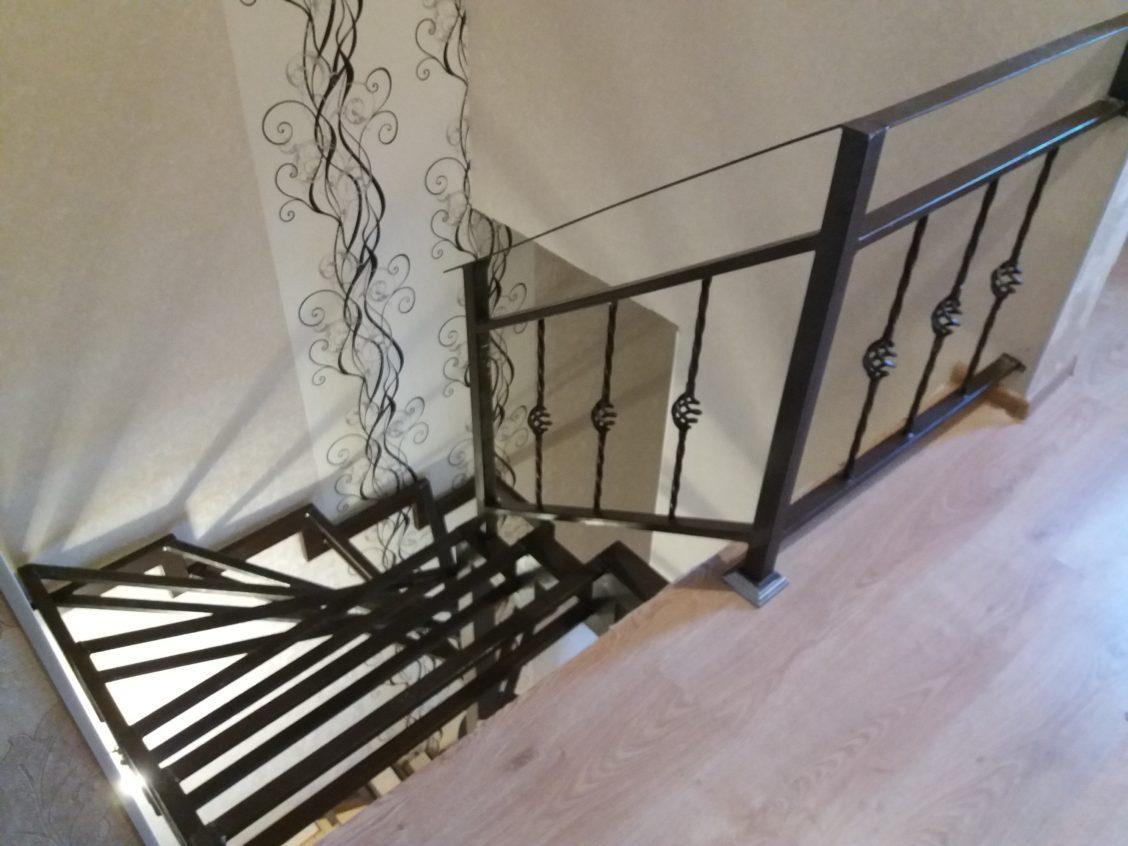металлическая винтовая лестница на 3 этаж