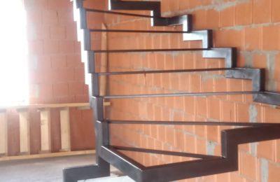 Лестница Ломанный косоур (открытого типа)