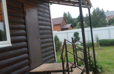 Металлические ступени в дом