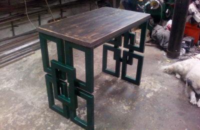 Стол из металла в стиле лофт