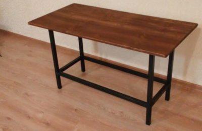Простой письменный стол в Лофт