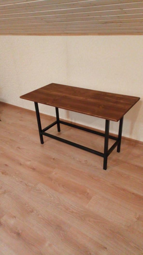простой стол в лофте