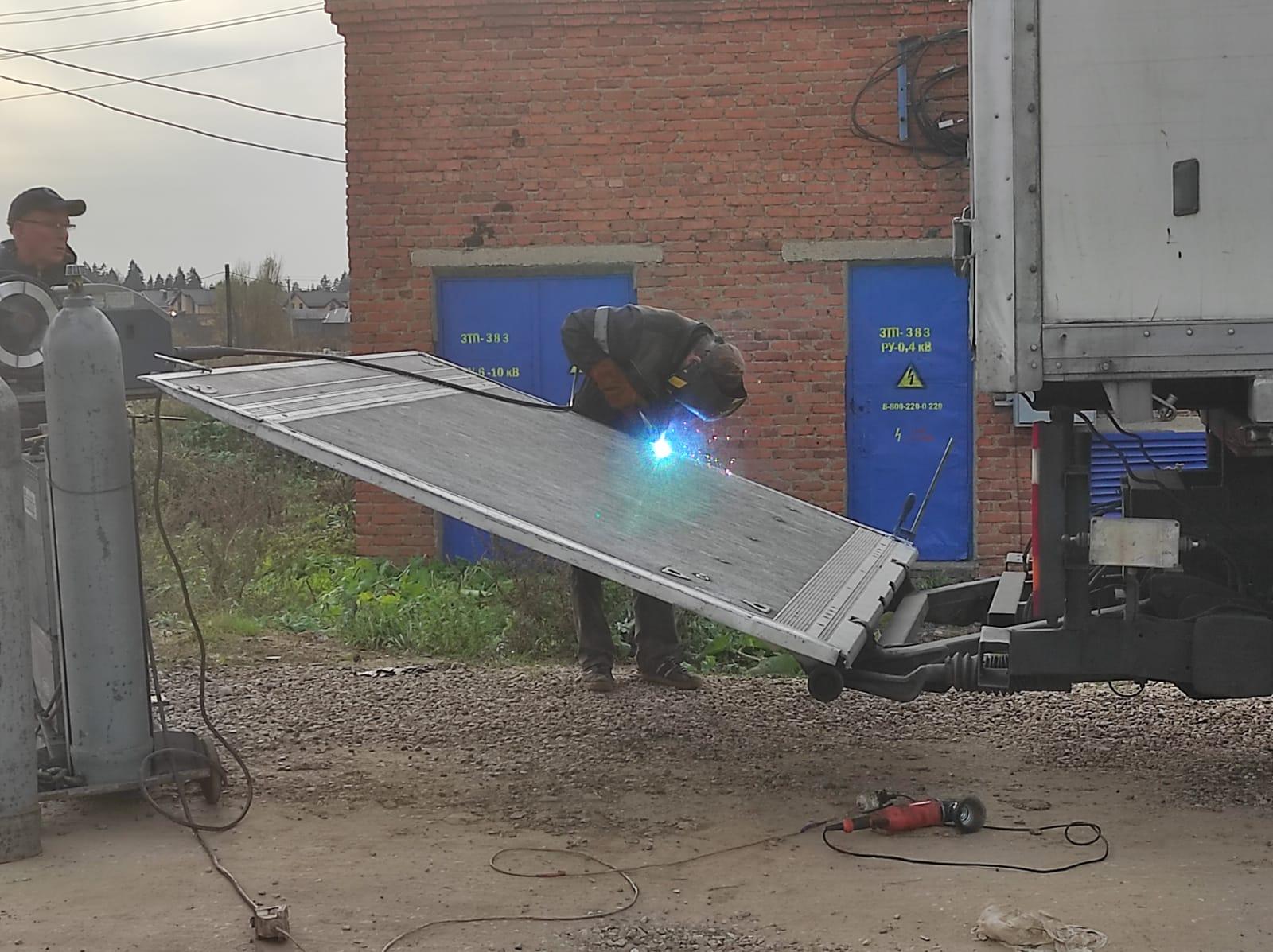 Сварка аргоном Гидроборта на грузовике